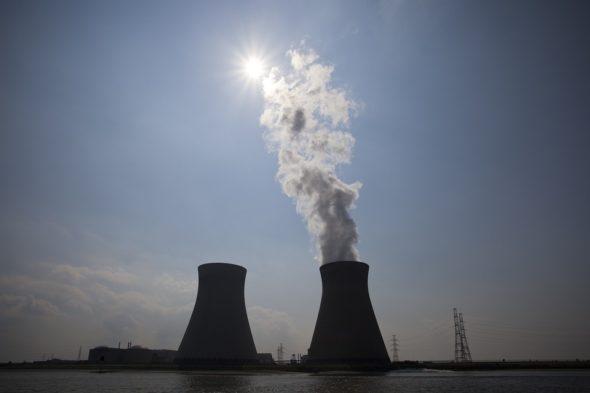 nuclear-power-plant-70893_960_720-590×2000
