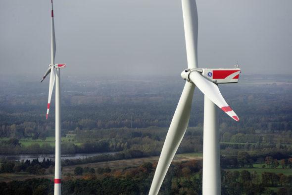 wind-onshore-2.75-120-wind-turbines-emsdetten-germany-3000px-590×2000