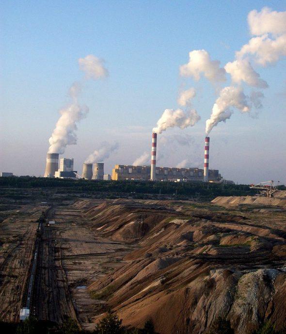 771px-Kleszczów_-_widok_na_elektrownię_Bełchatów_-_panoramio-590×2000